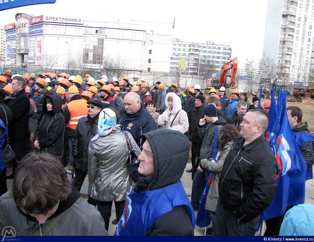 На митинге были жители района и метростроевцы